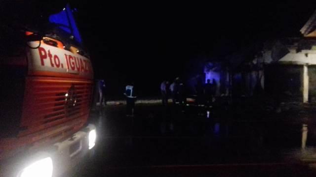 Se incendió un local de la empresa Iguazú Argentina
