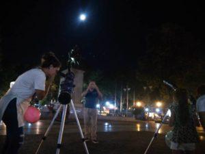 Gran expectativa en Posadas, ante el inminente inicio del eclipse de Luna