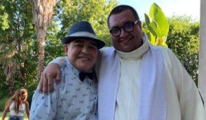 Un sacerdote de Misiones bautizó al nieto de Diego Maradona