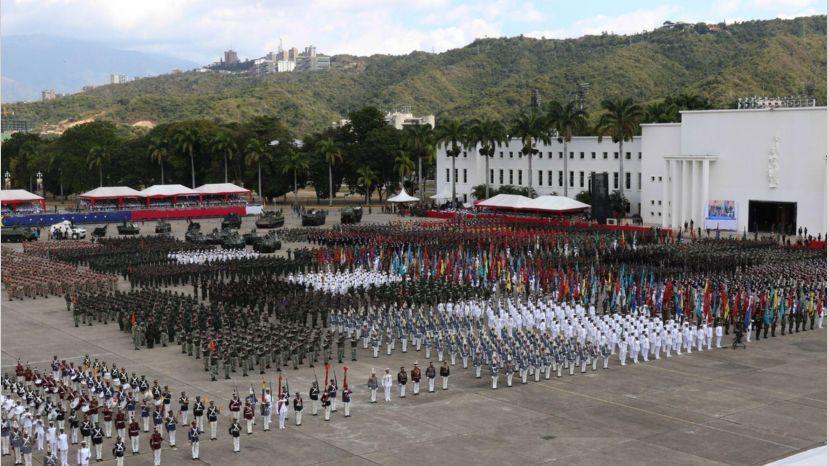 Venezuela: Nicolás Maduro y la oposición disputan el apoyo militar