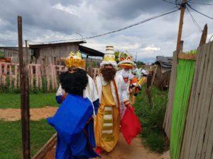 Los Reyes Magos repartieron más de 350 juguetes a niños de distintos barrios de Posadas