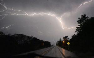 Advierten sobre abundantes descargas eléctricas para la noche en Misiones