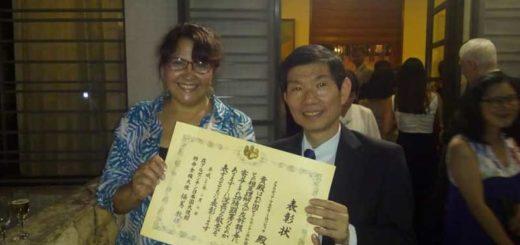 La Embajada de Japón distinguió con el diploma al mérito a la escritora misionera Claudia Milosovich