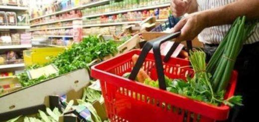 Según el INDEC, la canasta básica aumentó 3,7% en enero y una familia necesitó $26.442 para no ser pobre