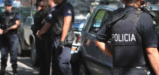 Murieron calcinados tras chocar contra un árbol: el conductor habría perdido el control del auto