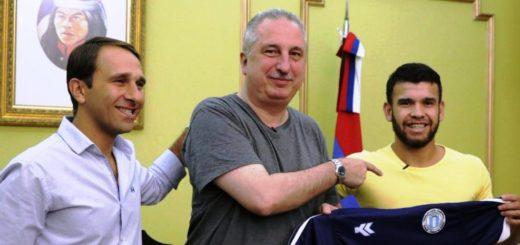 """Passalacqua recibió al jugador Antiveros y lo destacó como """"embajador misionero"""" en el mundial de futsal"""