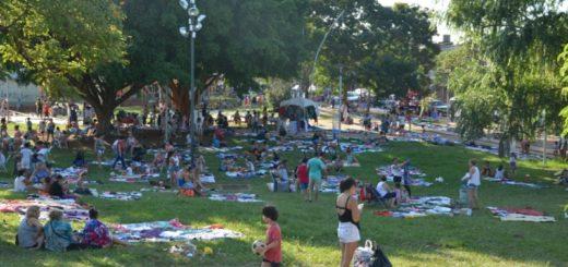 Feria del Parque Sarmiento, el mercado donde los posadeños buscan generar ingresos extras para sus hogares