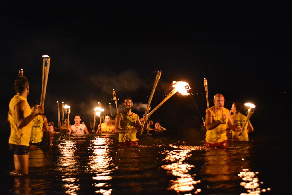 """Guardavidas de Posadas festejaron su día con la tradicional """"antorchada"""""""