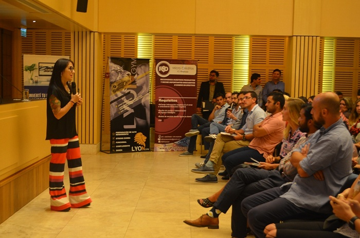 """María Noel Galian abordó la charla """"Cómo obtener resultados en tiempos de crisis"""" dirigida a emprendedores y empresarios misioneros"""
