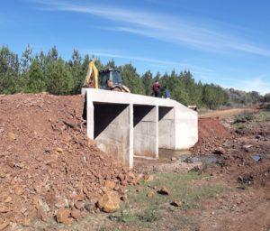 Vialidad inaugura dos puentes e inicia acceso pavimentado