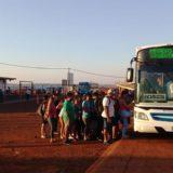 Largas filas realizan los posadeños para cruzar el puente Posadas-Encarnación y aprovechar el fin de semana largo