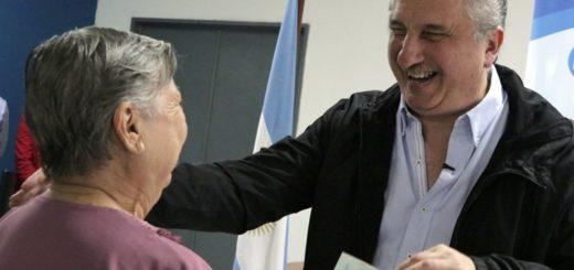 Passalacqua entregó créditos de hasta $25 mil pesos a jubilados del Instituto de Previsión Social