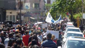 Multitudinaria marcha en Posadas contra el tarifazo y el ajuste del Gobierno Nacional