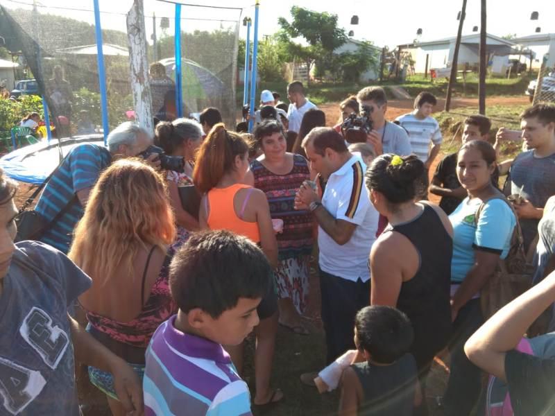 "El vicegobernador Oscar Herrera Ahuad participó del operativo ""Barrios Activos"" en el barrio Néstor Kirchner"