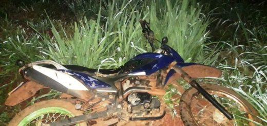 La policía de Misiones recuperó una motocicleta robada abandonada en el monte en Eldorado