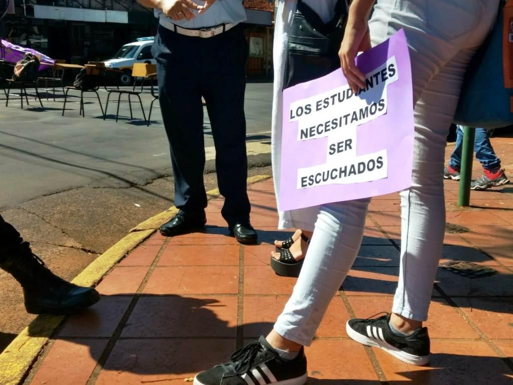 Estudiantes universitarios convocados en el Mástil de Posadas, pidieron la inmediata puesta en marcha del BEEG