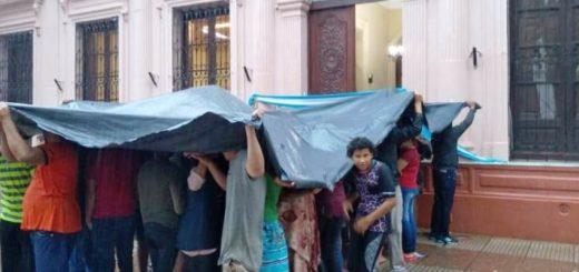 Tareferos de Campo Viera y Oberá protestan frente a Casa de Gobierno