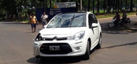 Un auto embistió a una motocicleta y le produjo heridas graves a su conductora en Posadas