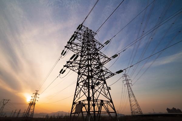 """Desde la cooperativa de energía de Puerto Rico aseguran que absorben costos para """"no recargar tanto en el usuario"""""""