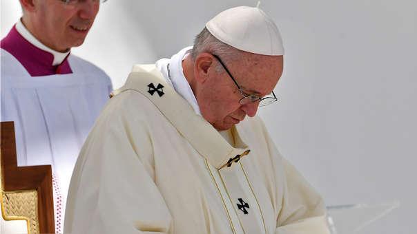 En pleno vuelo a Italia, el Papa reconoció que curas y obispos abusaron sexualmente de monjas