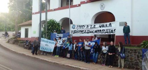 Miembros del movimiento Asamblea Ciudadana tomaron el edificio de la Intendencia del Parque Nacional Iguazú