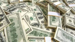 El dólar subió al récord de $42,60 en el Banco Nación