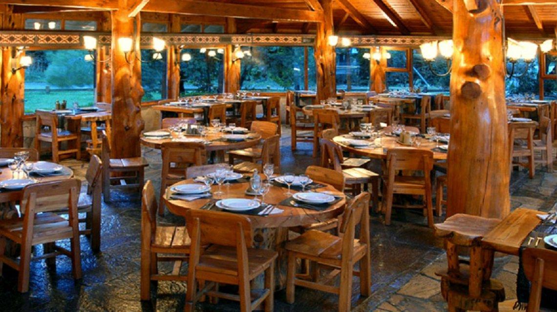 Bariloche: un turista brasileño murió atragantado con un pedazo de pollo en un restaurante