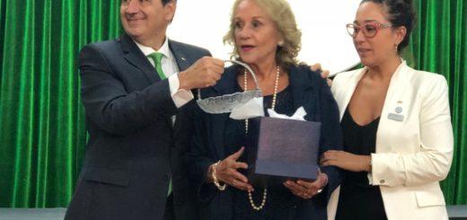 """Frances """"Paquita"""" Lowe fue distinguida como """"empresaria pyme del año"""" en el Senado de la Nación"""