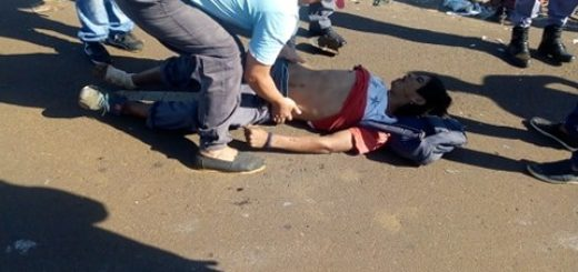 Una moto chocó y le provocó serias heridas a un hombre en el Acceso Sur de Posadas
