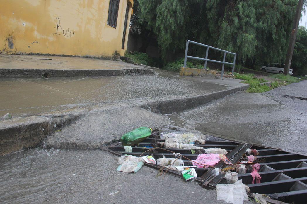 Continúan las tareas de limpieza y recolección de residuos tras las inundaciones en distintos barrios de Posadas