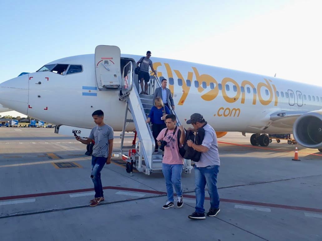 Flybondiinauguró su vuelo Iguazú-Rosario