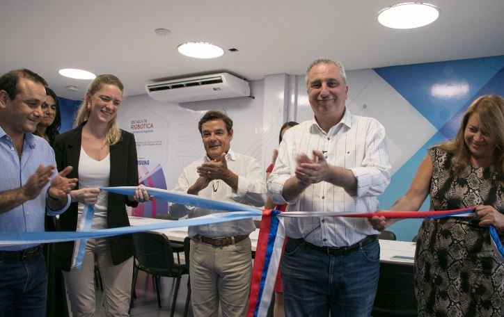 Hugo Passalacqua, Carlos Rovira y Oscar Herrera Ahuad inauguraron el ciclo lectivo de la Escuela de Robótica en Posadas