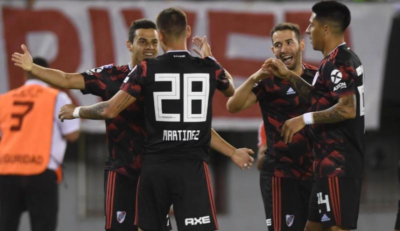 River goleó a Newell´s y se metió en zona de Libertadores