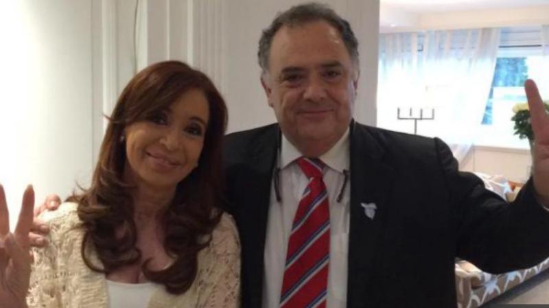 Un allegado a la expresidenta dijo que Florencia Kirchner tiene «un cuadro de anorexia y estrés»