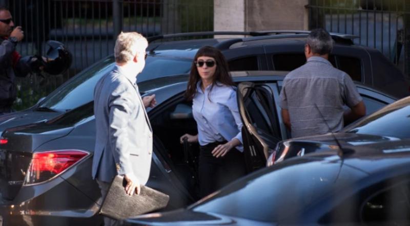 """El abogado de Florencia Kirchner dijo que """"no está en condiciones de regresar al país"""""""