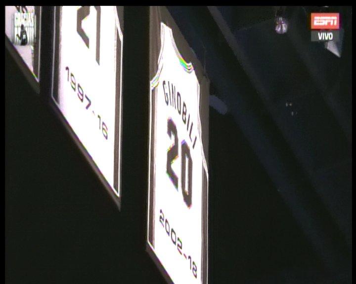 En una noche emotiva, Manu Ginóbili pasó a la eternidad: los Spurs retiraron su camiseta