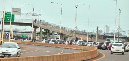 Sábado con demoras de una hora para cruzar el puente desde Posadas hacia Encarnación
