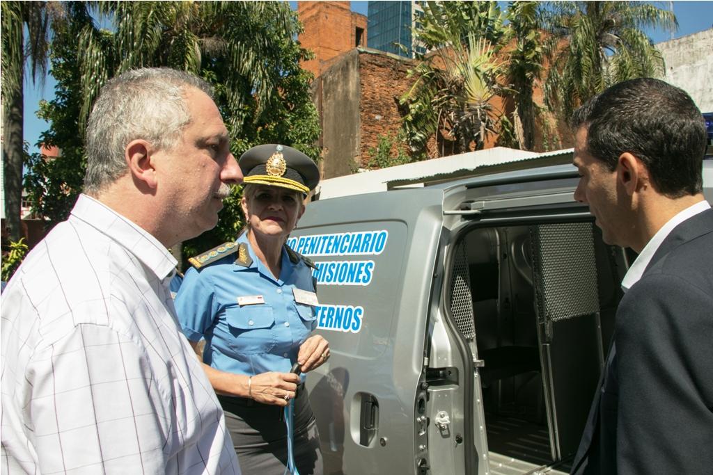 Passalacqua entregó móviles al Servicio Penitenciario Provincial