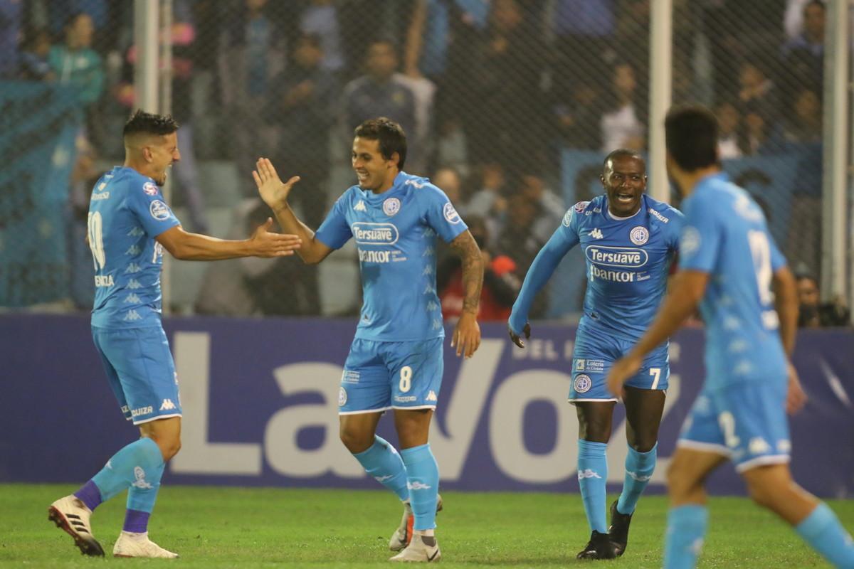 Superliga: Belgrano goleó a Patronato y sueña con quedarse en primera