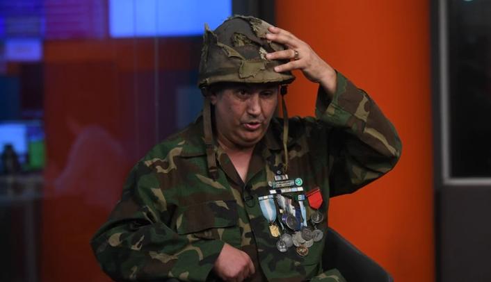 """Un héroe argentino recuperó el casco que le salvó la vida en Malvinas: """"Gracias a él estoy acá"""""""