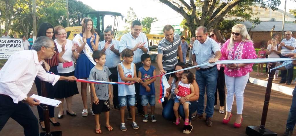 Inauguraron obras viales y entregaron una máquina al municipio de Gobernador López