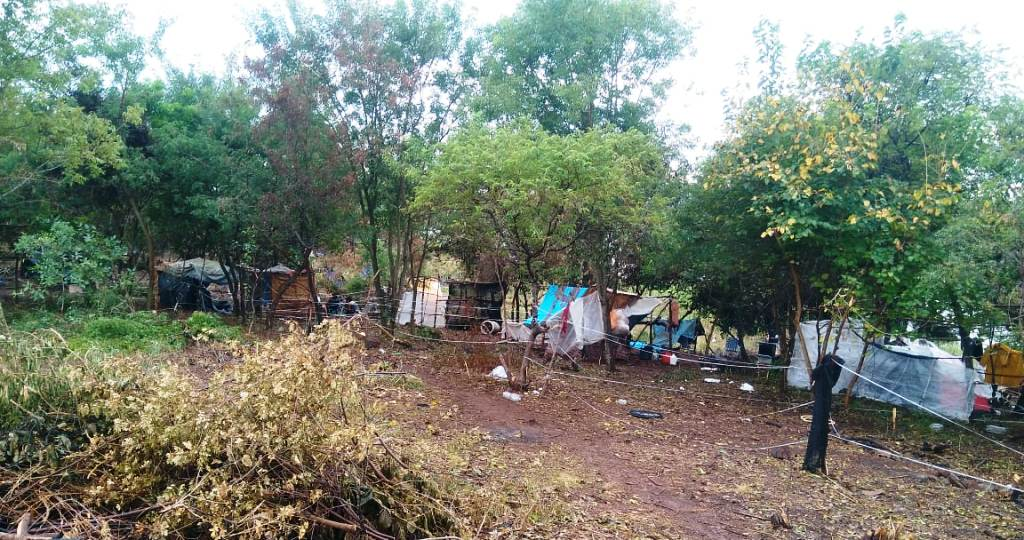 Ocupación de tierras en el Acceso Oeste de Posadas: las familias dejarán el espacio que es privado y permanecerán en tierrasexpropiadas porla EBY