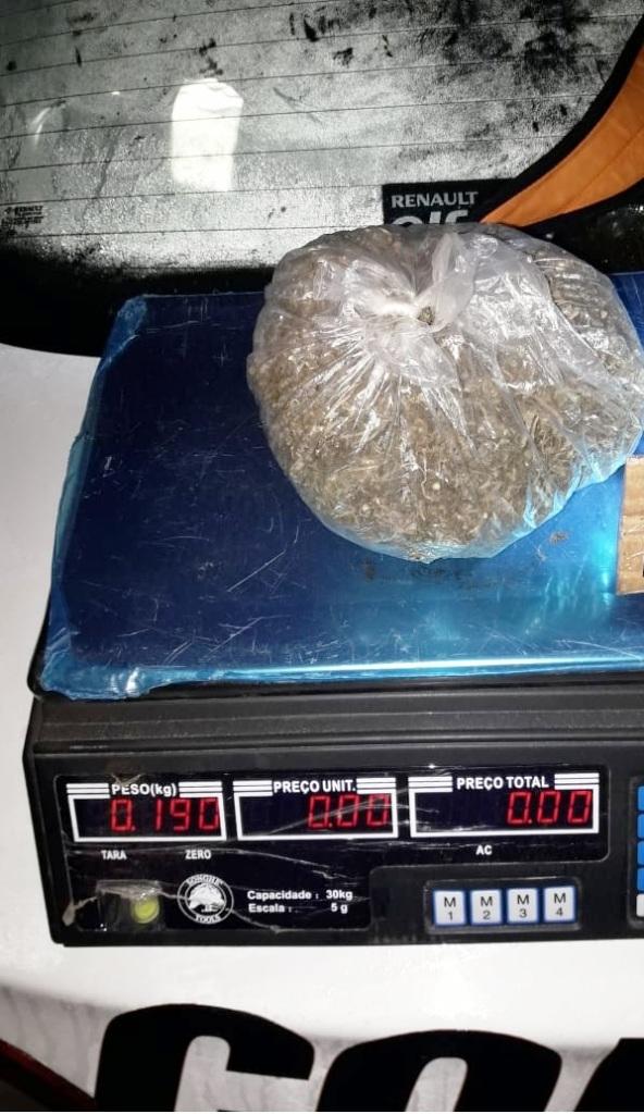 Interceptaron un auto con cogollos de marihuana en Alem y hay dos detenidos