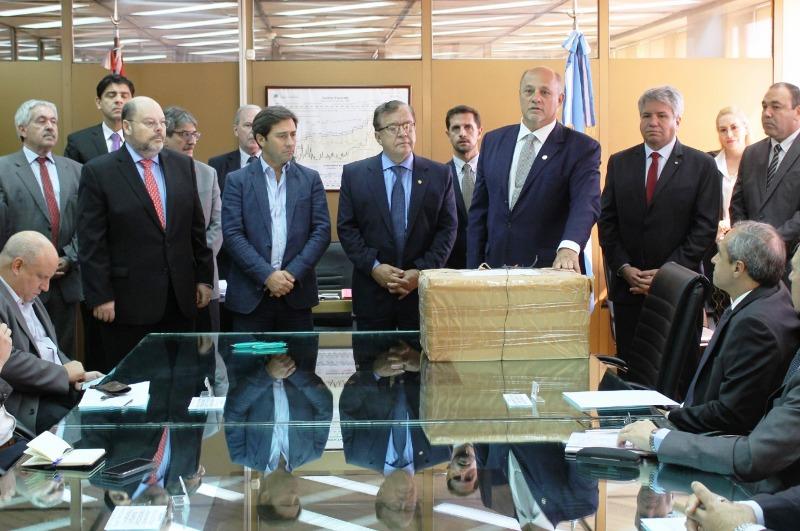 Yacyretá: se abrieron las ofertas económicas para realizar la obra civil en el brazo Aña Cuá