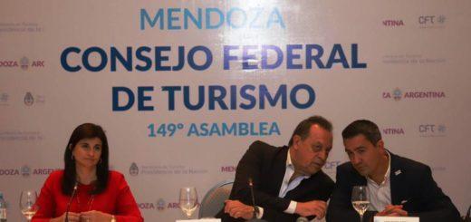 """""""Que el turismo siga generando empleos es una prioridad"""", dijo Arrúa tras la asunción al frente del Consejo Federal de Turismo"""