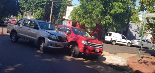Choque entre dos camionetas dejó una mujer lesionada en pleno centro de Posadas