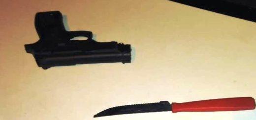 Detuvieron a un hombre que quiso robar con un arma de juguete y luego amenazó a policías con un cuchillo