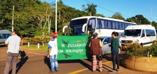 Cortan el acceso a Puerto Iguazú para manifestarse en contra de la instalación de villas turísticas en el Parque Nacional