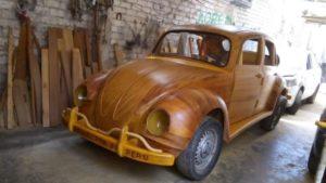 Viajará desde Perú a Nueva York en un auto de madera