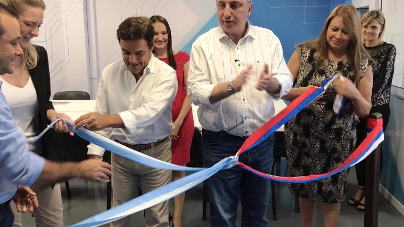 Firma de acta e inauguración del espacio Samsung en la Escuela de Robótica